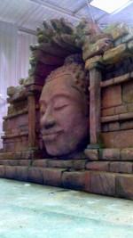 mur et tête de bouddha