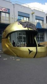 sculpture casque géant pour D Guetta, sté inoff